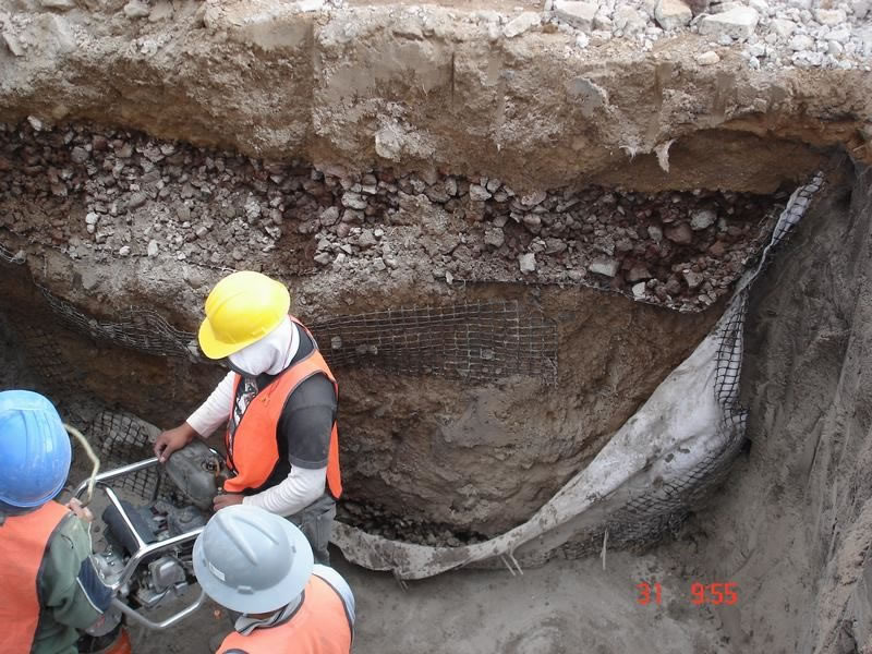 ingenieros aplicando la geotecnia