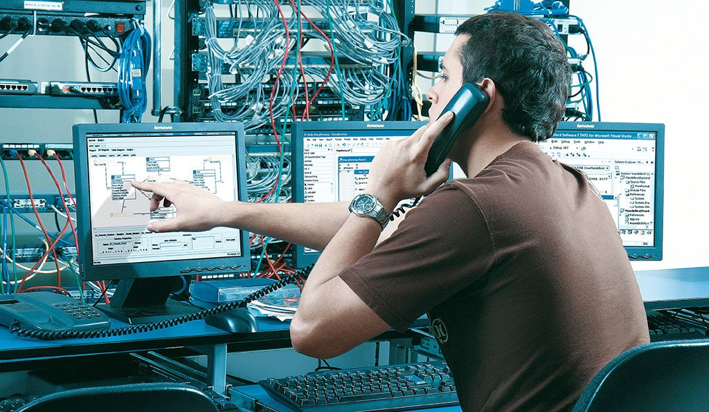 ingeniero en sistemas y telematica trabajando