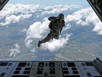 paracaidista militar
